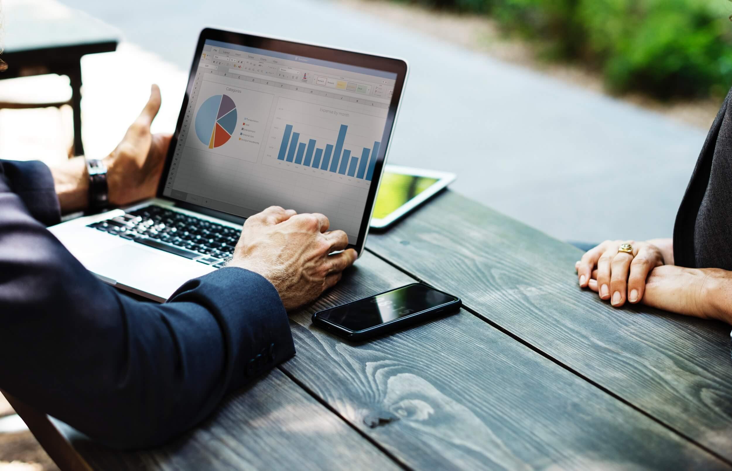 análise do desempenho do departamento de vendas online da concessionária