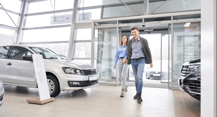 fluxo de clientes na loja de veículos
