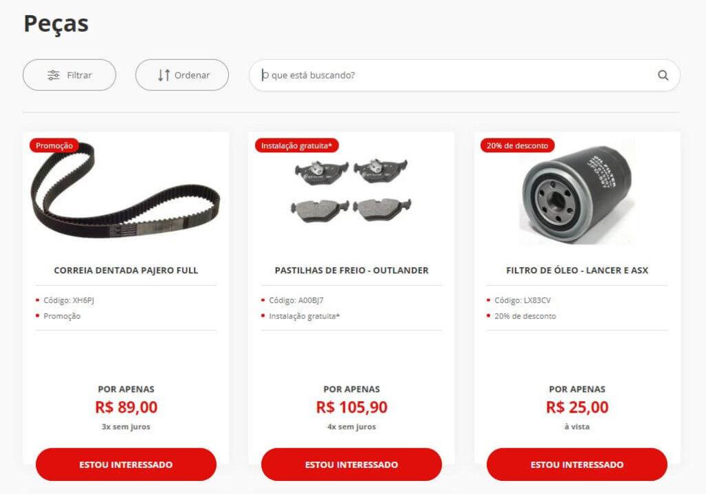 Reprodução da página de peças de um site de concessionária. É possível ver as fotos das peças, seus preços e descrições.